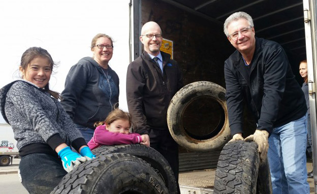 From right, Prince George Mayor Lyn Hall, City Councillor Garth Frizzell, Polaris Montessori Elementary School PAC representative Melanie Noullett and students help recycle tires – photo 250News